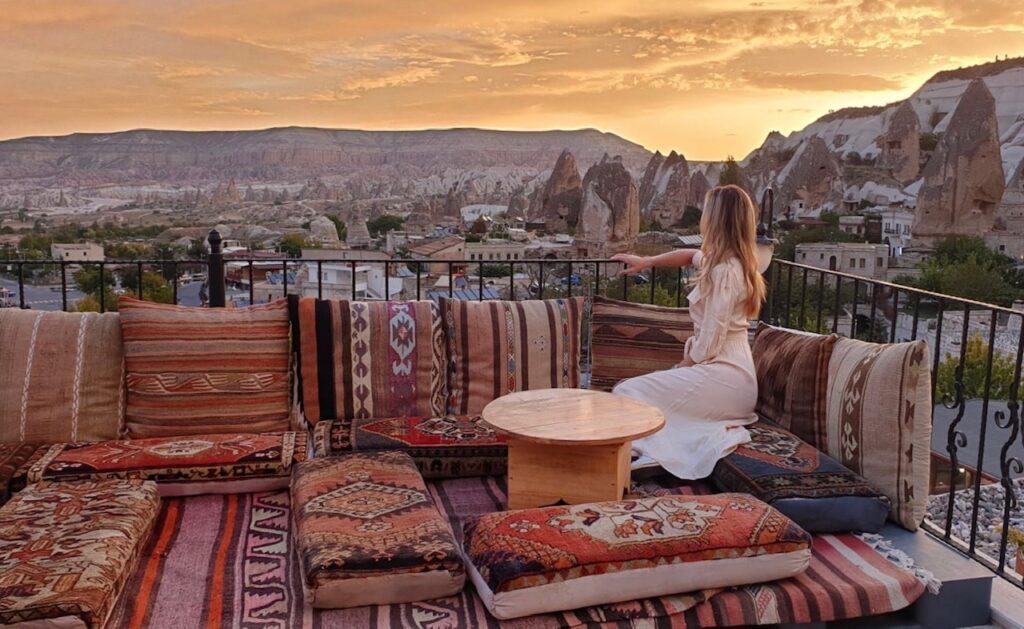 Alba dalla terrazza in Cappadocia