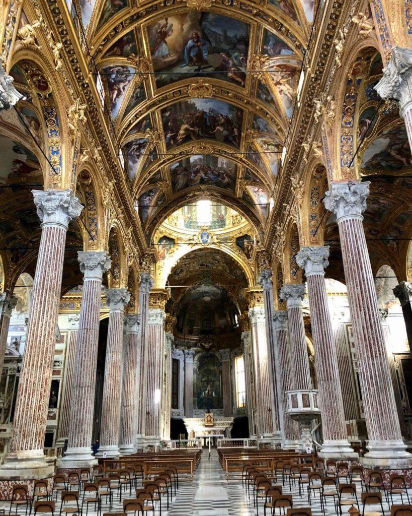 interno della chiesa dell'Annunziata a Genova