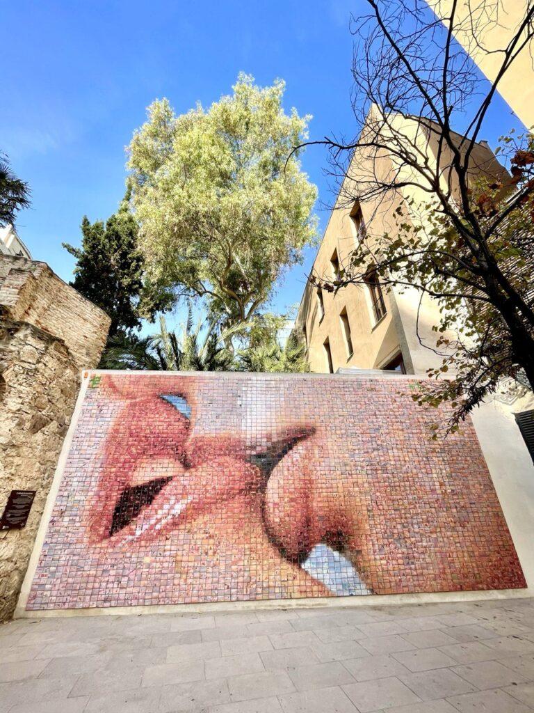 """Murales """"El mundo nace en cada beso"""", Barcellona"""